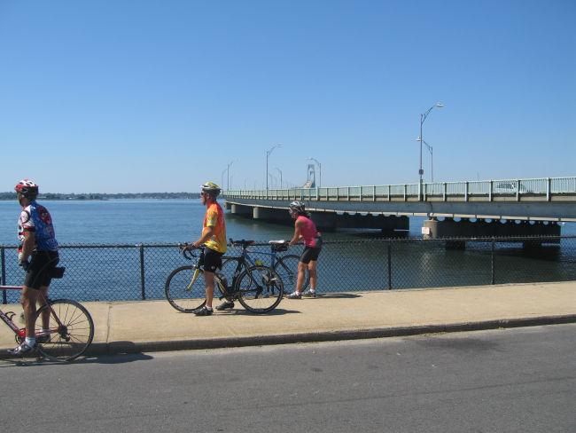 Charlie Vinnie & Mari w Newport Bridge in background