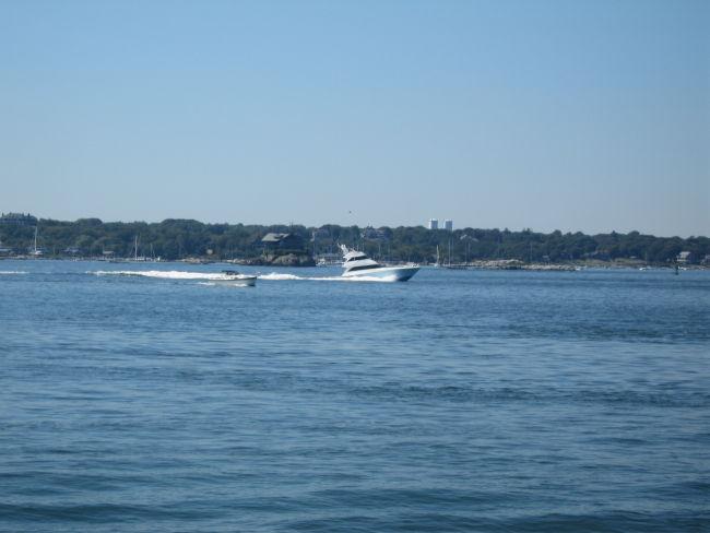 Power boat w Jamestown Is in background